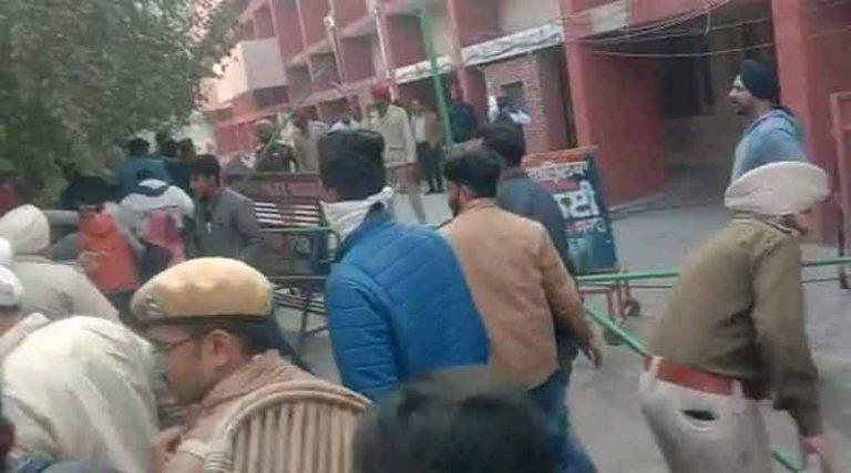 पंजाब में वोटिंग दौरान भिड़े अकाली और कांग्रेसी कार्यकर्ता, कांग्रेसी प्रत्याशी घायल
