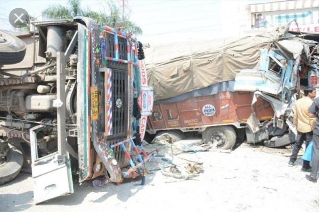 जालंधर में दो ट्रकों की आमने-सामने टक्कर एक की मौत, दो घायल