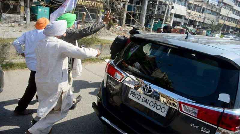 अमृतसर में राज्यसभा सांसद श्वेत मलिक की गाड़ी के पीछे दौड़े किसान, किया जोरदार विरोध