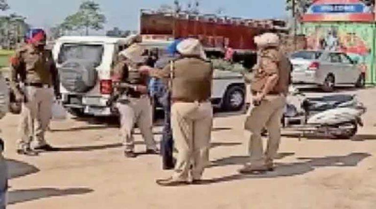 ढाबे पर चला रहा था सेक्स रेक्ट, 8 लड़कियों और मैनेजर समेत 12 गिरफ्तार