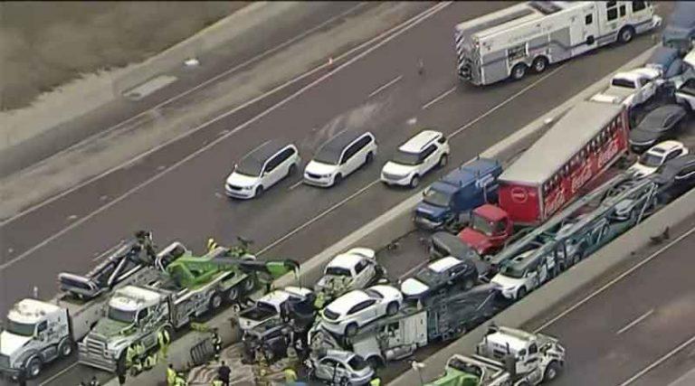 अमेरिका के टेक्सास में हाईवे पर आपस में भिड़ीं 130 गाड़ियां, 6 लोगों की मौत