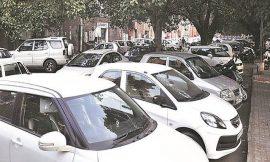 जालंधर में चोरों ने सड़क किनारे खड़ी 2 दर्जन गाड़ियों के तोड़े शीशे, जांच में जुटी पुलिस