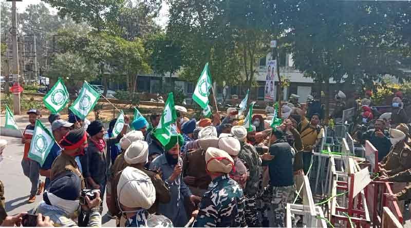 जालंधर पहुंचने पर विजय सांपला का किसानों ने किया जोरदार विरोध, मौके पर पहुंची पुलिस