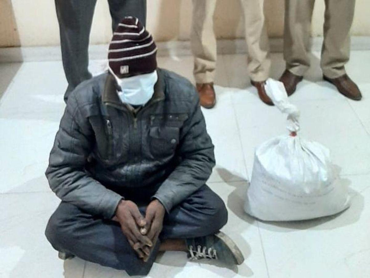 साढ़े 4 किलो गांजे के साथ रिक्शा चालक गिरफ्तार