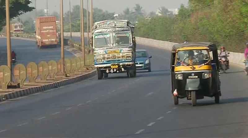 भारत बंद का दिख रहा मिलाजुला असर, ई-वे बिल कानूनों के विरोध में कर रहे हैं विरोध