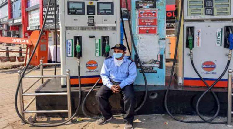 जालंधर में 89 रुपए लीटर पहुंचा पेट्रोल, डीजल के दामों ने भी पकड़ी आग, जानें कीतनी बढ़ी कीमतें