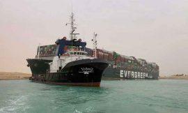 मिस्र की स्वेज नहर में फंसा 400 मीटर लंबा जहाज, हर घंटे हो रहा है 2800 करोड़ रुपये का नुकसान