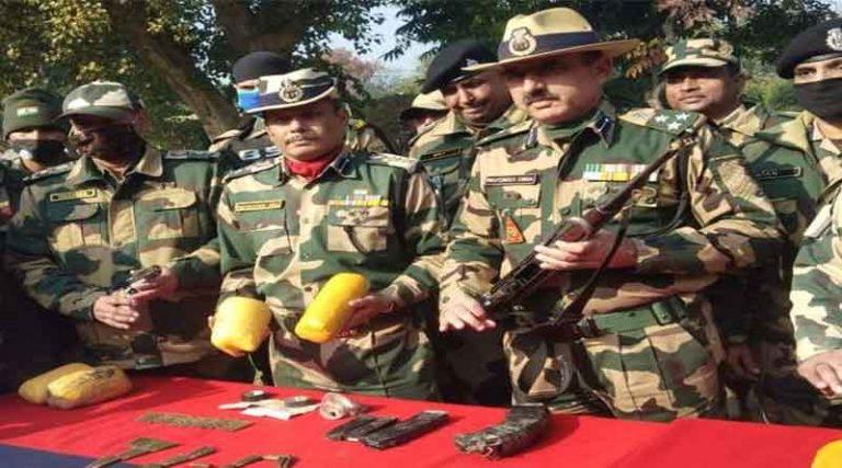 अमृतसर में भारत-पाक सीमा पर बीएसएफ तस्करों में फायरिंग, 3 तस्कर गिरफ्तार
