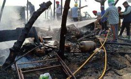 भगत सिंह कालोनी के पास बनी झुग्गियों में गैस सिलेंडर फटने से 25 झुग्गियां जलकर खाक