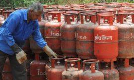 आम जनता को लगा एक और झटका, 25 रुपये महंगा हुआ रसोई गैस सिलिंडर, जानिए नई कीमत