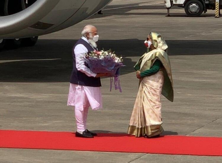 पीएम मोदी दो दिन के दौरे पर बंगलादेश पहुंचे, शेख हसीना ने किया स्वागत, राष्ट्रीय दिवस समारोह में होंगे शामिल