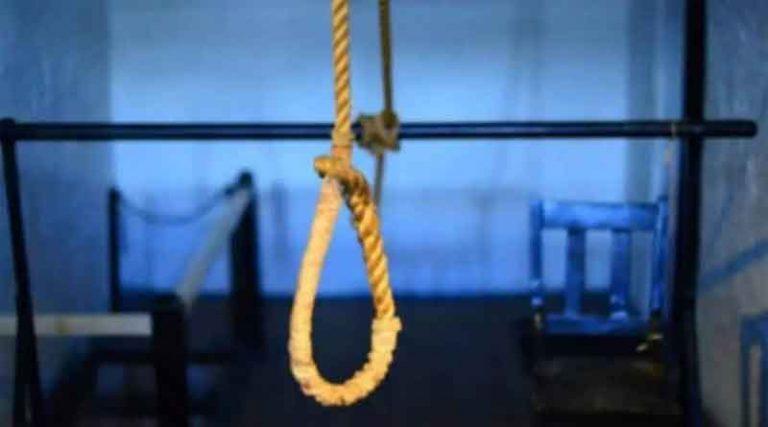 कोरोना के कारण घर भेजे गए कैदी ने उठाया खौफनाक कदम, चाची की हत्या के आरोप में भुगत रहा था सजा