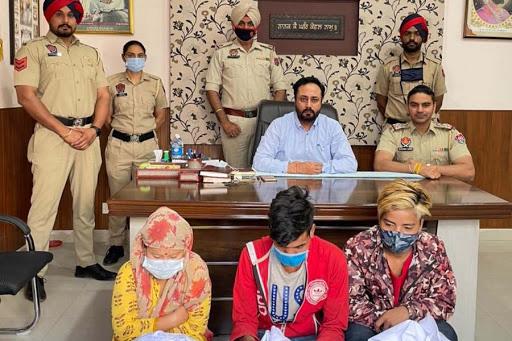 नशा तस्करी : मोहाली में एक महिला तस्कर के साथ 2 नेपाली व्यक्ति 13 किलो अफीम के साथ गिरफ्तार