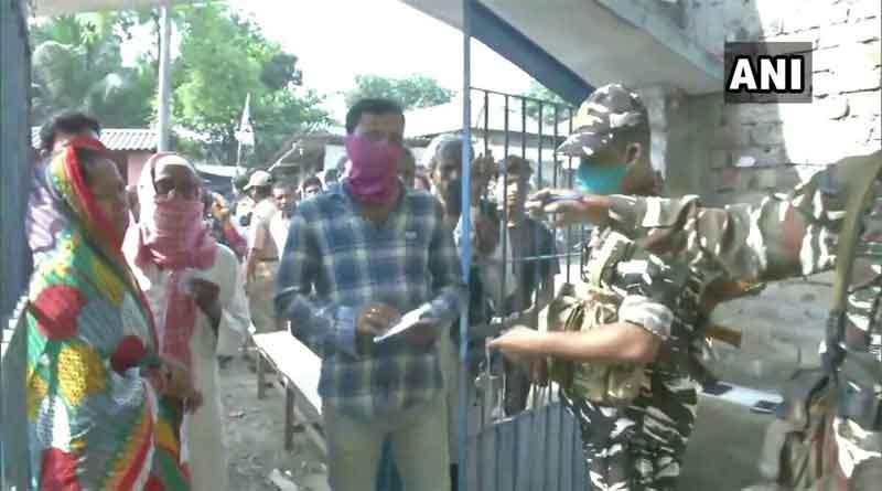 पश्चिम बंगाल में मतदान के बीच चली गोलियां, चार लोगों की मौत, सीआईएसएफ के जवानों की राइफल छीनने की कोशिश