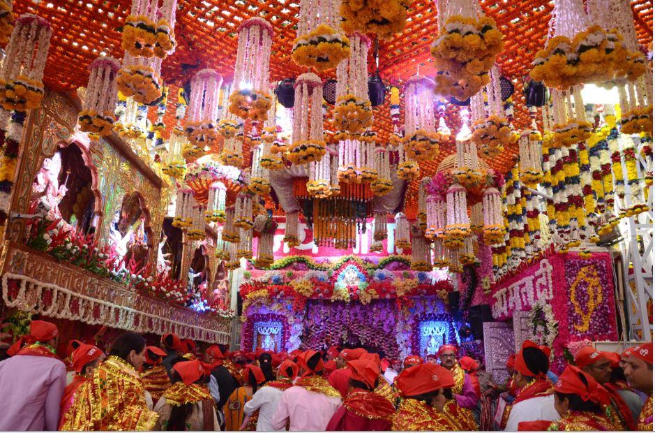 विदेशी फूलों से सजा मां वैष्णो देवी का दरबार, कटरा बेस कैंप, जम्मू एयरपोर्ट या रेलवे स्टेशन पर कोविड टेस्ट अनिवार्य