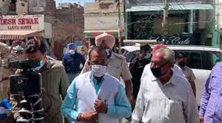 किसानों ने किया होशियारपुर में केंद्रीय राज्य मंत्री सोमप्रकाश का जबरदस्त विरोध, गाड़ी पर हमले की भी कोशिश