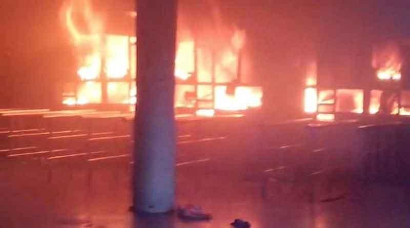 अमृतसर के राजासांसी में दुकानों को लगी भयंकर आग, बाल-बाल बचे परिवार के सदस्य