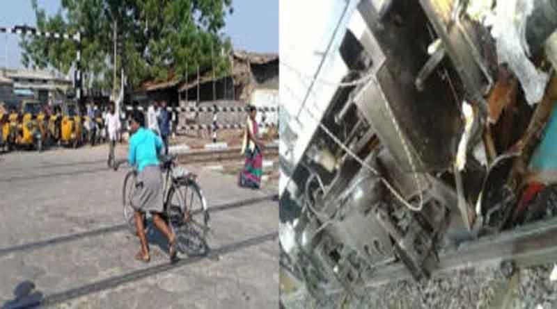यूपी में बड़ा हादसा, फाटक खुला रहने के कारण ट्रेन ने कई वाहनों को मारी टक्कर, 5 मरे
