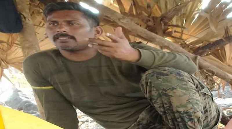 नक्सलियों ने जारी की अगवा कमांडो राकेश्वर सिंह की तस्वीर, रिहाई के लिए सड़क पर बैठा परिवार