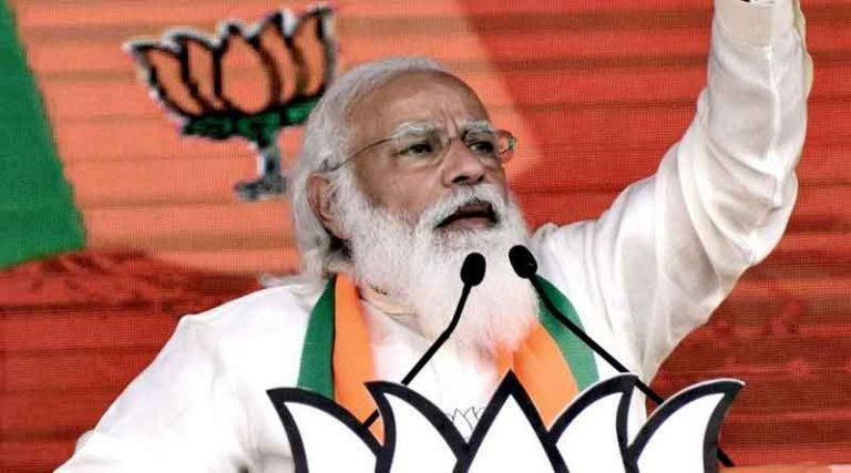 असम चुनावी रैली के दौरान बेहोश हुआ युवक, प्रधानमंत्री मोदी ने अपना डाक्टर भेज करवाया इलाज