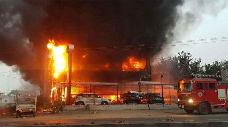 बठिंडा के महिंद्रा के शोरूम में लगी भयानक आग, धू-धू कर जली सैकड़ों गाड़ियां, करोड़ों रुपए का नुकसान
