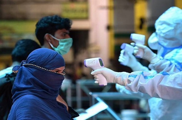 देशभर में नहीं थम रही कोरोना की रफ्तार, पिछले 24 घंटे में 3.92 लाख नए मामले, 3689 की मौत