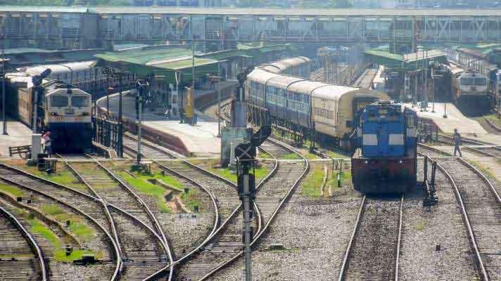इंडियन रेलवेः हर रोज एक हजार कर्मचारी हो रहे संक्रमित, अबतक 1952 की मौत