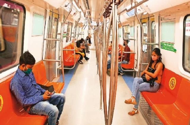 लम्बे इंतजार के बाद दिल्ली मेट्रो ने फिर पकड़ी रफ्तार, लेकिन यात्रा से पहले पढ़ लें ये खबर…………