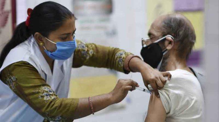मुख्यमंत्री अरविंद केजरीवाल ने की 'जहां वोट वहां वैक्सीनेशन' अभियान की शुरुआत, 4 हफ्तों में 45+ वालों का टीकाकरण होगा पूरा