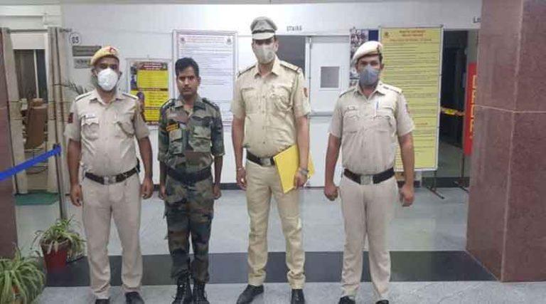 दिल्ली में नकली आर्मी अफसर गिरफ्तार, पाकिस्तान की आईएसआई ने हनी ट्रैप में भी फंसा था नकली अफसर!