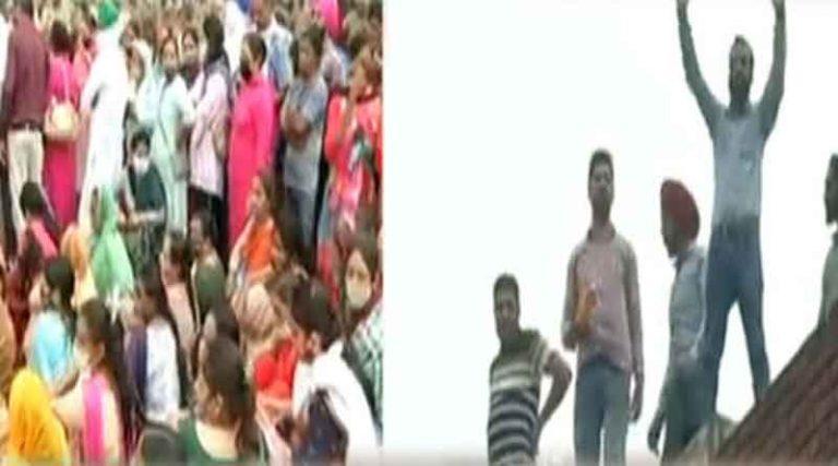मोहाली में पंजाब स्कूल शिक्षा बोर्ड के आफिस की बिल्डिंग पर चढ़े कच्चे अध्यापक, किया जोरदार रोष प्रदर्शन