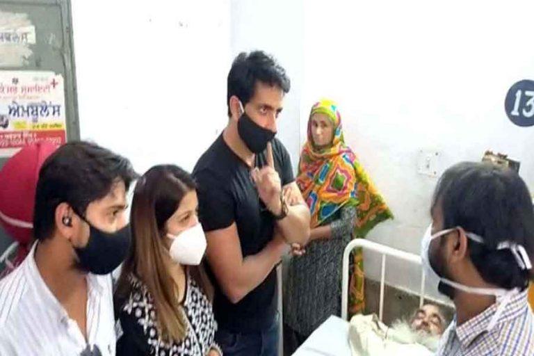 मोगा बस हादसे में घायल लोगों के लिए अभिनेता सोनू सूद ने बढ़ाए मदद के हाथ, किया आर्थिक मदद का ऐलान