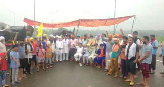 करतारपुर कॉरिडोर में किसानों का अनिश्चितकालीन धरना शुरू, किसान बोले- जब तक अपना हक नहीं मिलता, तब तक संघर्ष जारी रहेगा