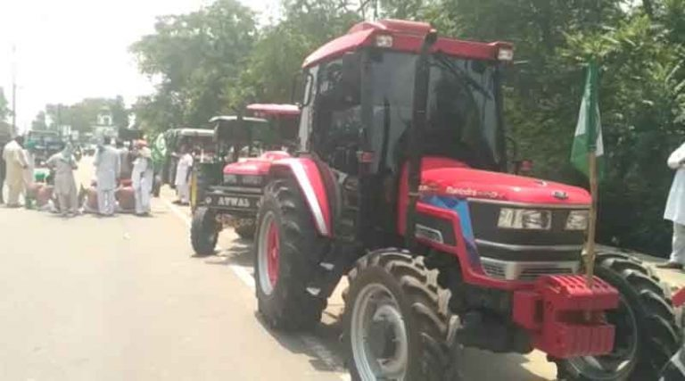 महंगाई के खिलाफ होशियारपुर में सड़कों पर उतरे किसान, 8 मिनट तक बजाए वाहनों के हार्न