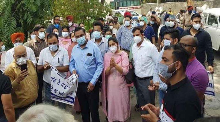 जालंधऱ में सरकारी डाक्टरों ने शुरू की 3 दिन की हड़ताल, सिर्फ एमरजेंसी सेवाएं चालू