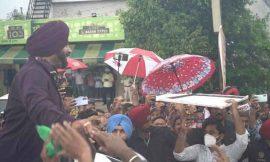 जालंधर पहुंचे नवजोत सिद्धू, बारिश के बीच विधायक बावा हैनरी ने किया समर्थकों सहित भव्य स्वागत