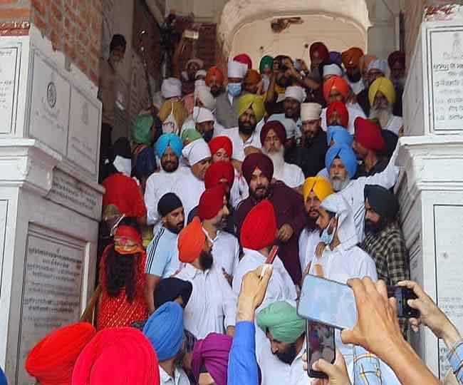 अमृतसर में नवजोत सिंह सिद्धू का शक्ति प्रदर्शन, 62 विधायकों के साथ श्री हरिमंदिर साहिब में पहुंचे माथा टेकने