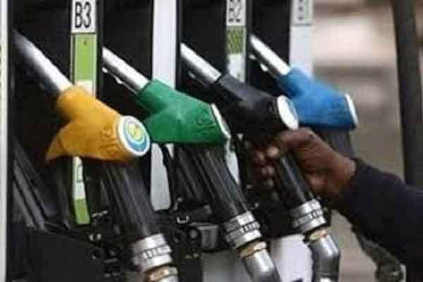 जालंधर में पेट्रोल पंप पर हुआ जमकर हंगामा, गाड़ियों में पेट्रोल डलवाने के बाद होने लगी खराब, कंपनी ने बंद करवाया पंप
