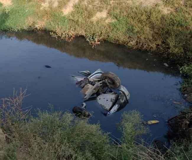 मोगा में दर्दनाक हादसाः सड़क किनारे बने तालाब में गिरी कार, 3 लोगों की मौके पर ही मौत