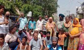 जालंधर में बिजली कटों के बाद पानी पर संकट, भड़के लोगों ने किया ट्रैफिक जाम, विभाग के खिलाफ किया जोरदार प्रदर्शन