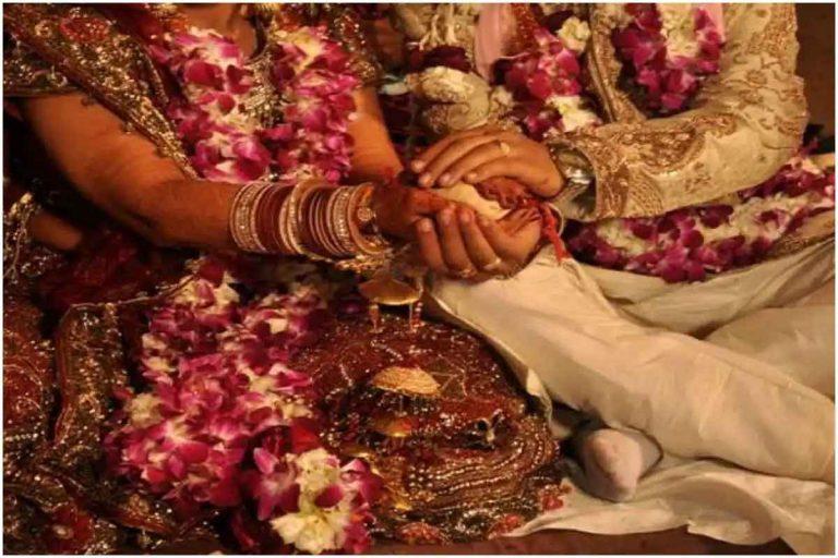 पत्नी को हुआ देवर से प्यार तो पति ने करा दी छोटे भाई से शादी… पढ़ें क्या है पूरा मामला