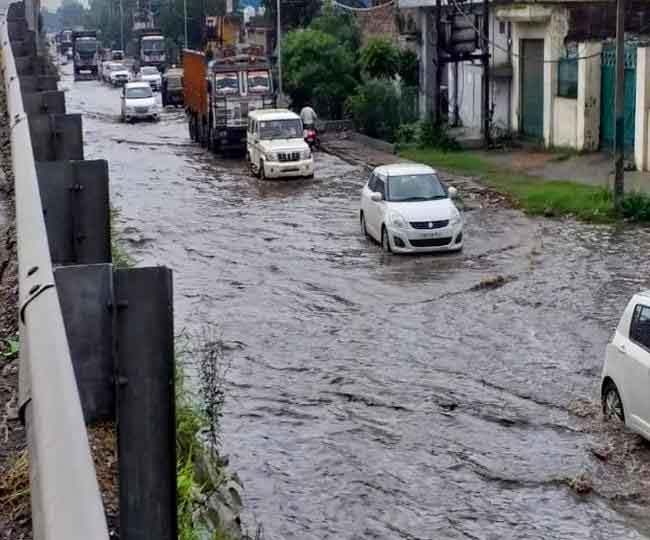 जालंधऱ हुआ जलथल, भारी बारिश ने खोली निगम की पोल, निचले इलाकों में भरा पानी, सड़कों ने धारा झील का रूप