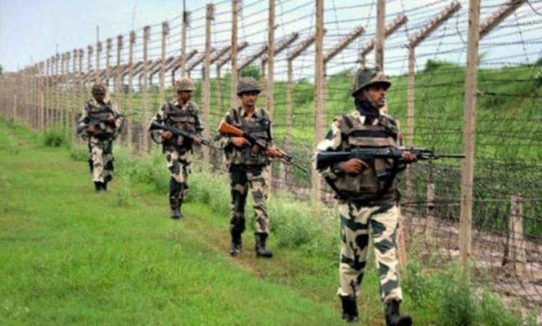 गुरदासपुर में भारत पाक बॉर्डर पर बीएसएफ ने काबू किया पाकिस्तानी घुसपैठिया, पूछताछ में जुटी एजेंसियां