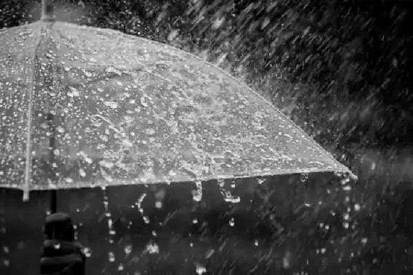 जालंधऱ में बारिश ने बढ़ाई मौसम में ठंडक, बाजारों से रौनक गायब, किरकिरा हुआ करवाचौथ का मजा