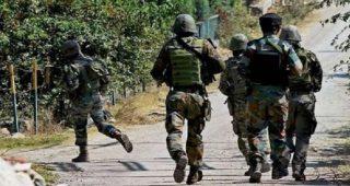 जम्मू-कश्मीर में सेना की टुकड़ी पर आतंकी हमला, तीन सुरक्षाकर्मियों सहित पकड़ा गया आतंकी भी घायल