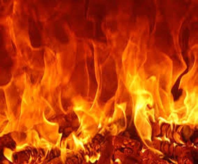 जालंधर में रामलीला मंचन के दौरान बड़ा हादसा टला, ताड़का के मुंह से निकली आग से झुलसे पिता व बच्ची, गुस्साए लोगों ने कलाकारों को घेरा