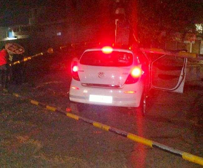 जालंधर में देर रात तेज रफ्तार कार ने गुरुनानकपुरा फाटक को मारी टक्कर, बाल-बाल बचा युवक