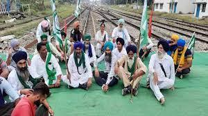 पंजाब-हरियाणा में रेल रोको आंदोलन जारी, रेलवे ट्रैक पर बैठे किसान, जालंधर में कई ट्रेनों को रोका; यात्री परेशान